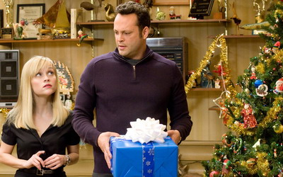 http://media-news.ru/uploads/posts/2008-12/1230121426_four-christmases-839776.jpg