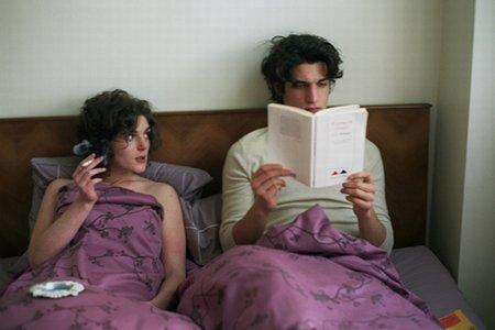 Парижская история о непростых отношениях трех мужчин с женщинами.