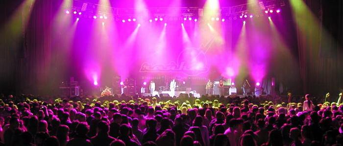 Концертное оборудование и плазмы в аренду: достоинства проката для диджея