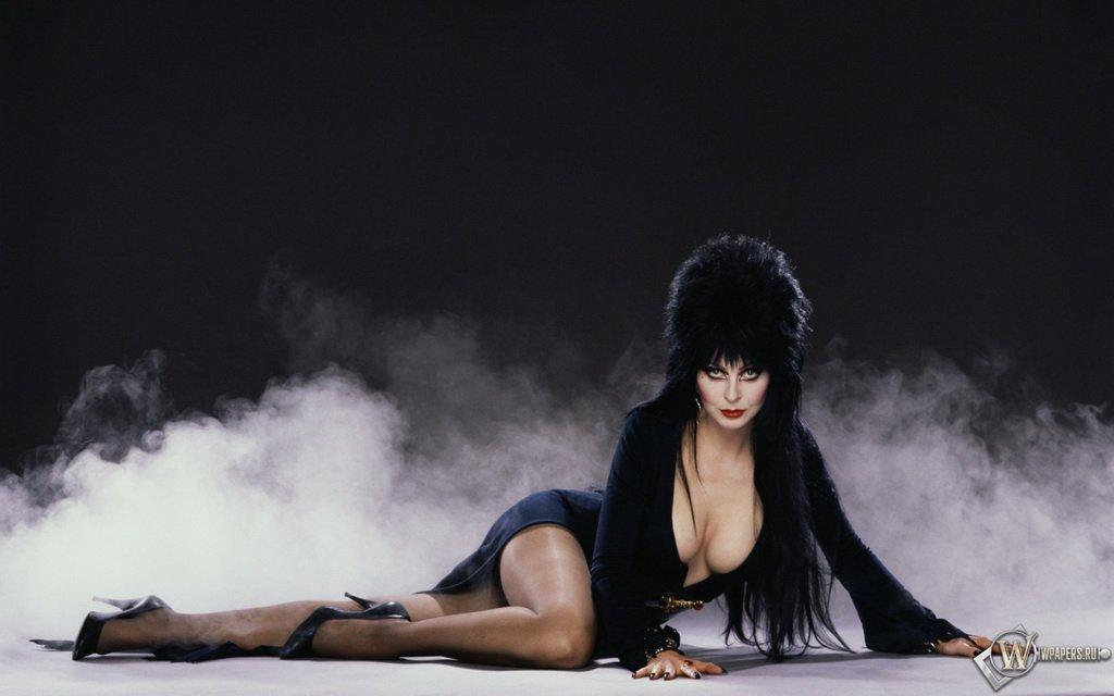 Сексуальная ведьма «Эльвира: Повелительница тьмы»
